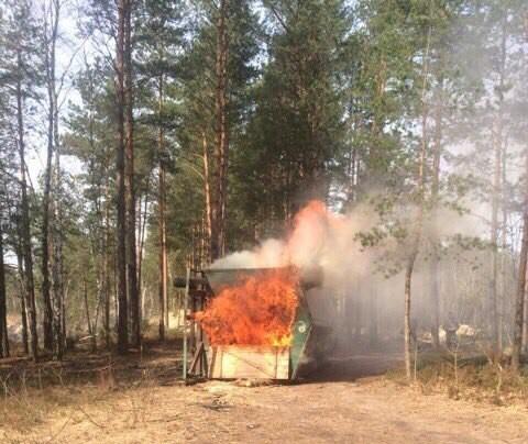 На Рівненщині бурштинокопачі підпалили вагончик Нацгвардії (ФОТО)