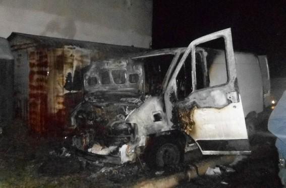 Поліцейські розслідують обставини загоряння автомобіля (ФОТО)