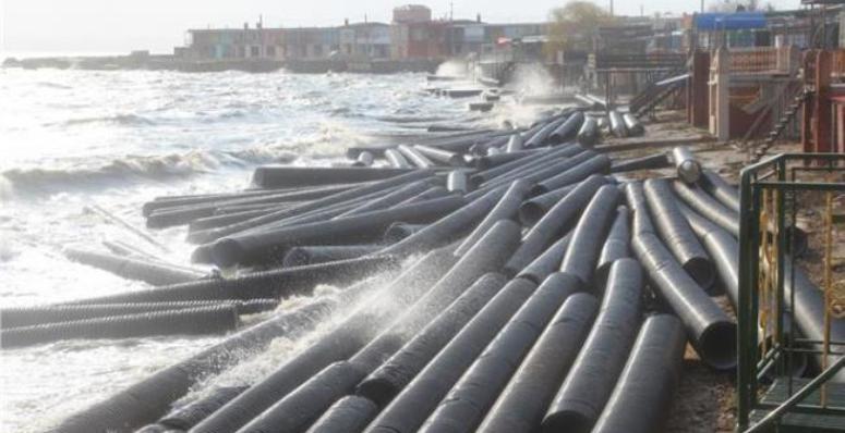 Шторм зруйнував і відніс у море частину Керченського мосту  (ВІДЕО)