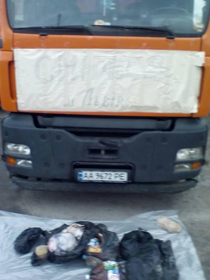 Рівненщину продовжують завалювати львівським сміттям