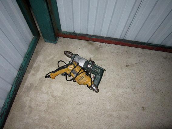Господарі застали злодія на «гарячому» і зачинили у гаражі (ФОТО)