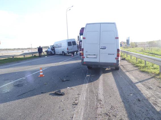 На «Київ-Чоп» у ДТП постраждали семеро осіб, серед яких троє дітей  (ФОТО)