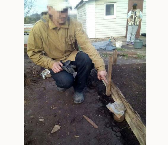 У Рівненському районі чоловік викопав банку ртуті