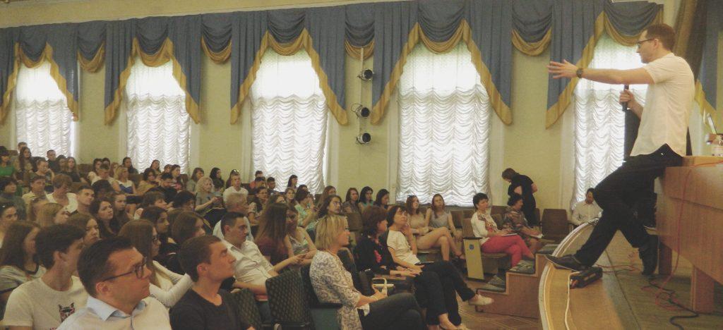 10/04 - Роман Шеремета - українець, визнаний кращим економістом світу