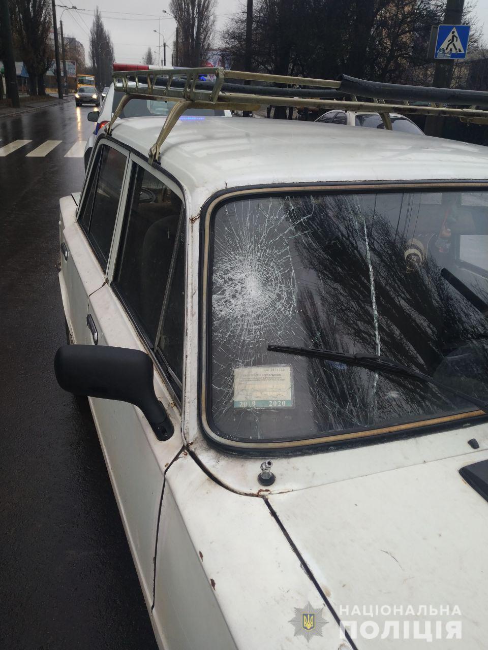 У Рівному під колеса авто потрапила неповнолітня