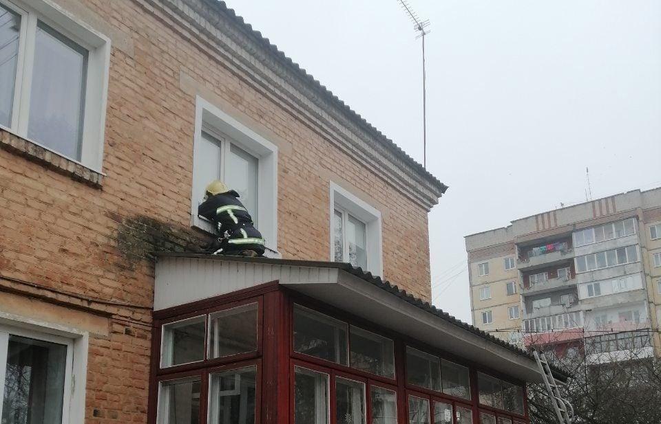 В Дубно рятувальники визволяли 4 -річну дівчинку