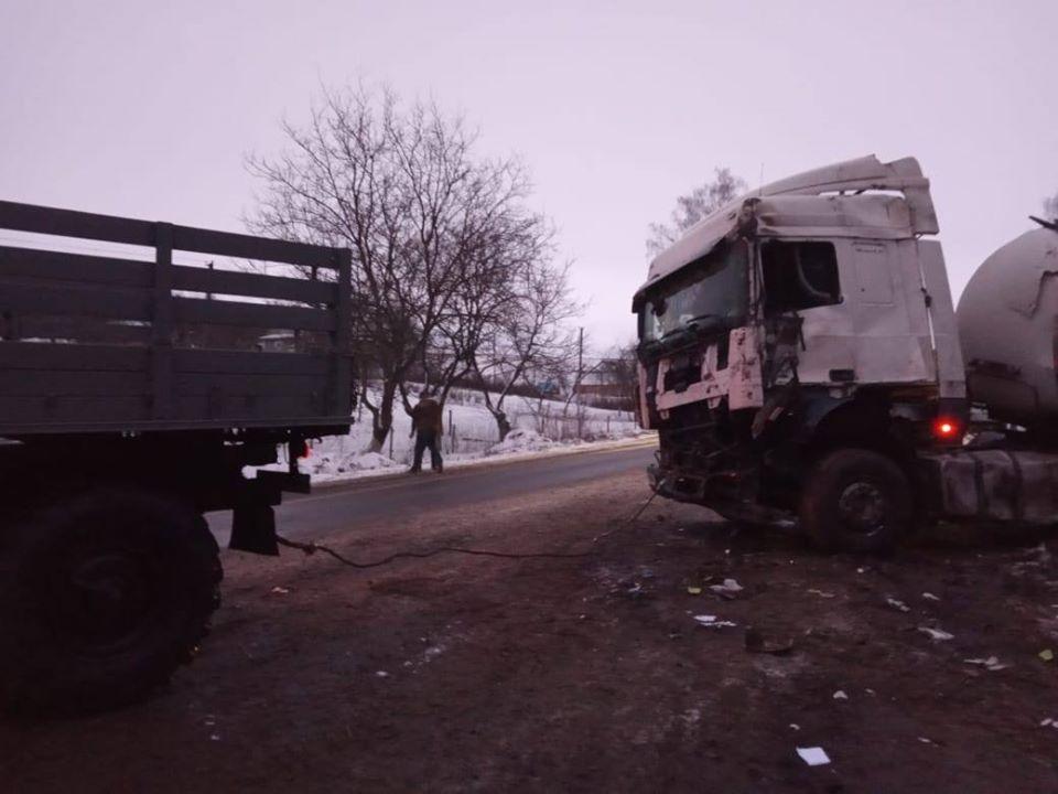 На Рівненщині в ДТП потрапила автоцистерна з молоком