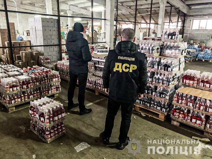 25 тисяч пляшок алкофальсифікату вилучили у Рівному