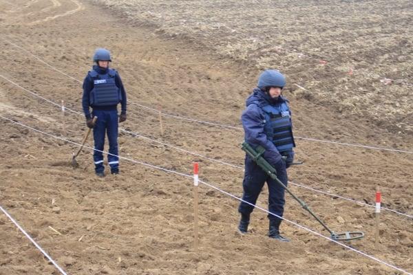Піротехніки на Рівненщині обстежують автотрасу