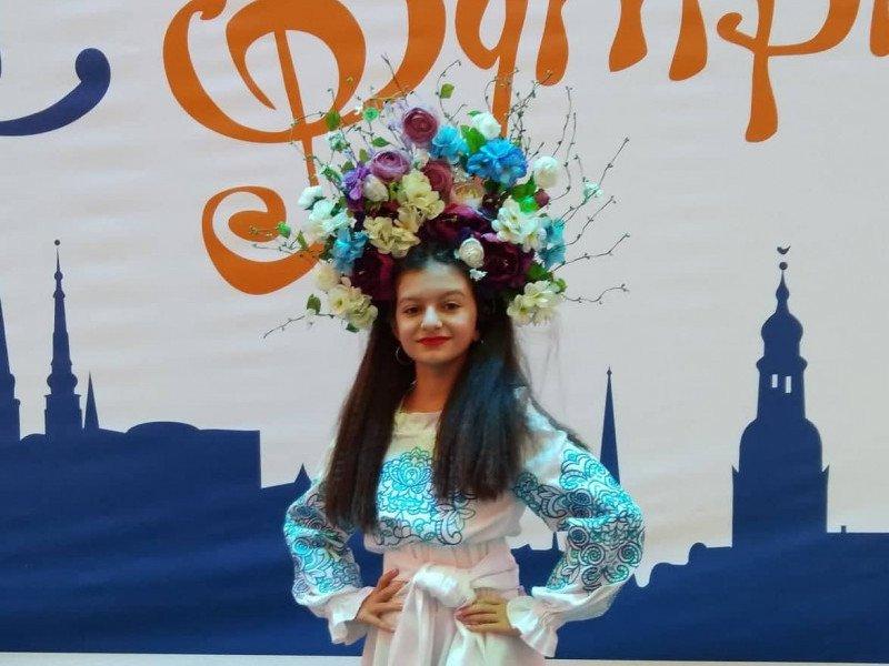 Юна співачка з Острога підкорила латвійську сцену