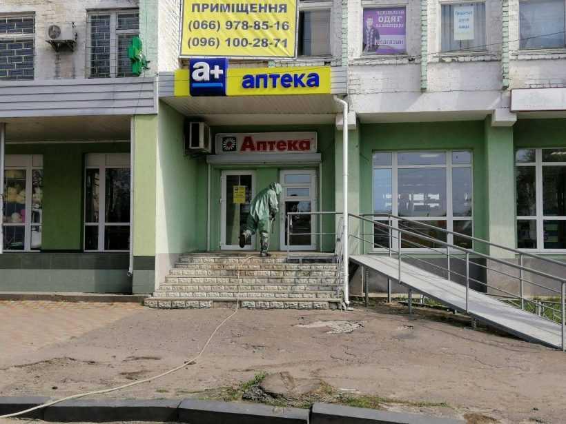 На Рівненщині бійці ДСНС дезінфікували громадські місця