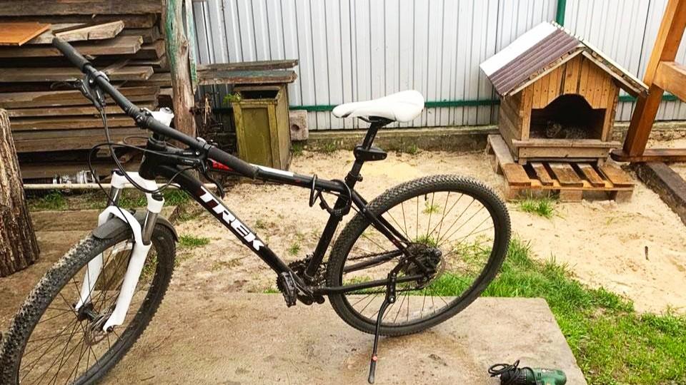 На Березнівщині розшукавши велосипед, копи знайшли ще й бурштин