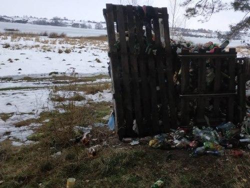 Крім інших екологічних проблем Хрінницького водосховища відзначають і засмічення його берегів