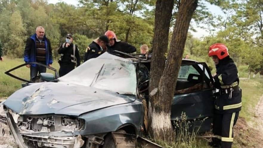Бійці ДСНС деблокували водія у Вараші