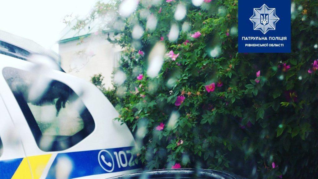 Патрульні нагадали правила безпечного кермування під час дощу