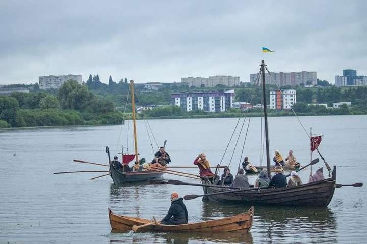 У Рівному пройшов фестиваль прадавніх човнів (фото, відео)