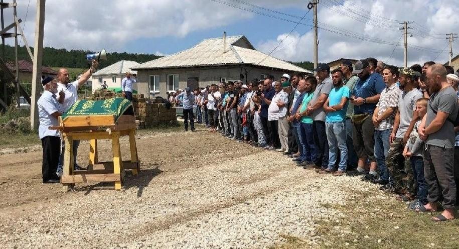 Сьогодні поховали 3-річного сина кримськотатарського політв'язня Руслана Сулейманова