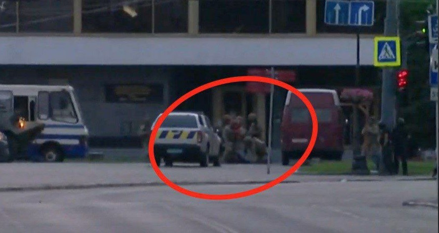 Терориста в Луцьку затримали після того, які він відпустив усіх заручників (відео)