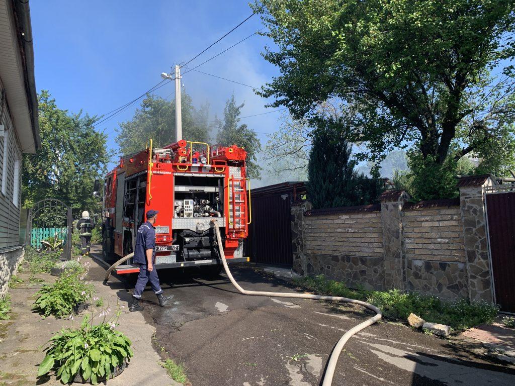 У Рівному рятувальники ліквідували пожежу у приватному будинку