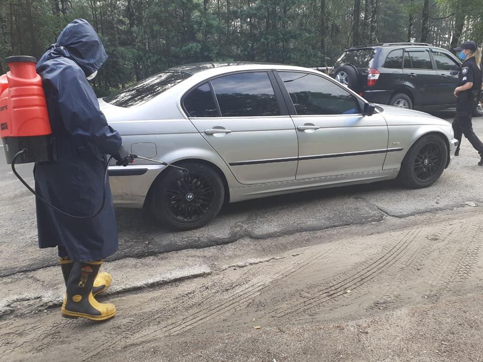 З початку карантину у Вараші рятувальники продезінфікували 13 100 автомобілів