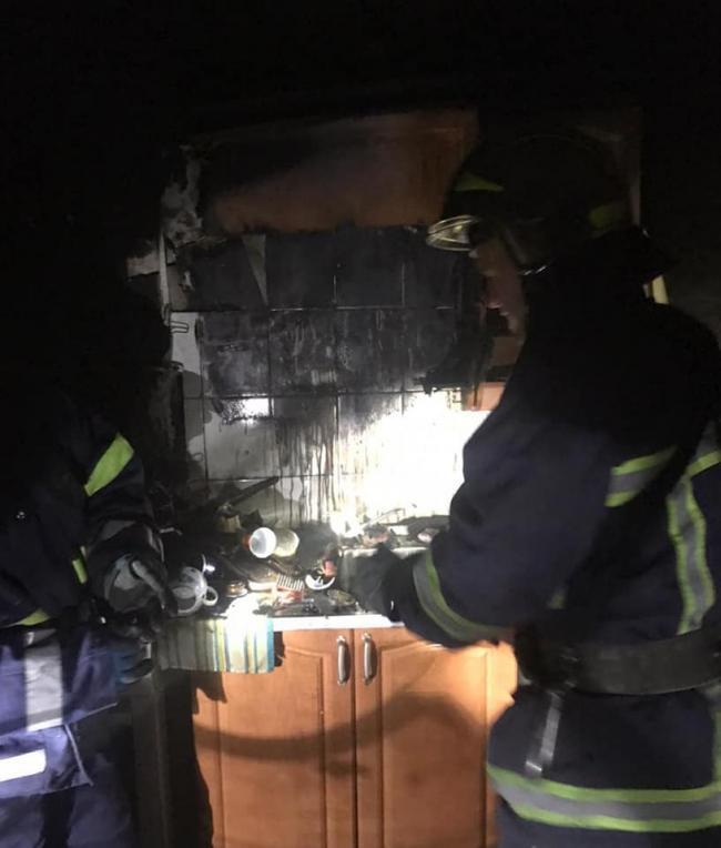 Острозькі вогнеборці врятували від вогню багатоквартирний будинок