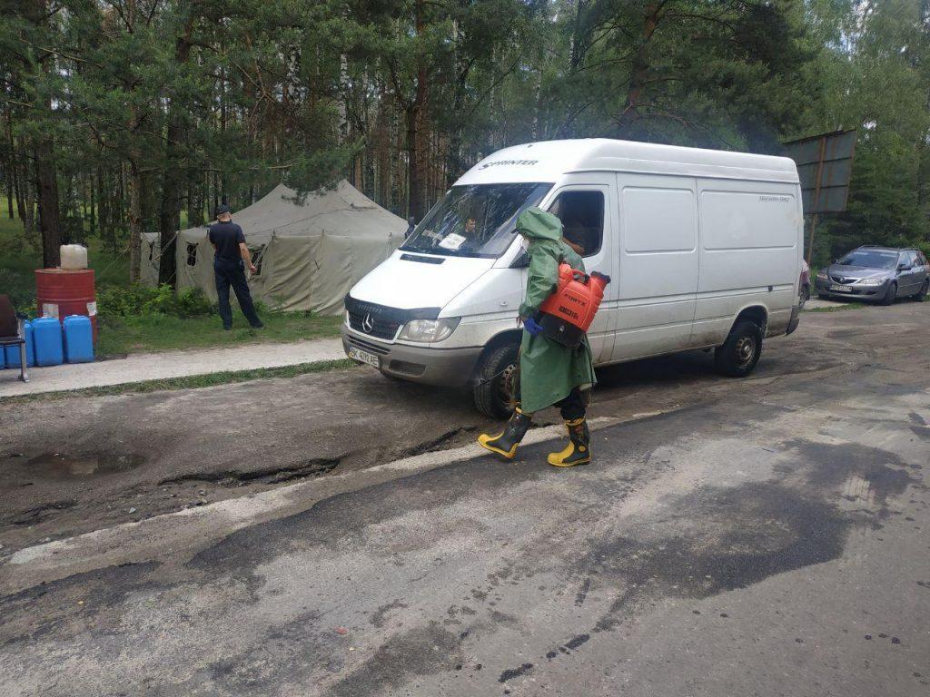 З початку карантину при в'їзді до Вараша рятувальники продезінфікували 13 200 траспортних засобів